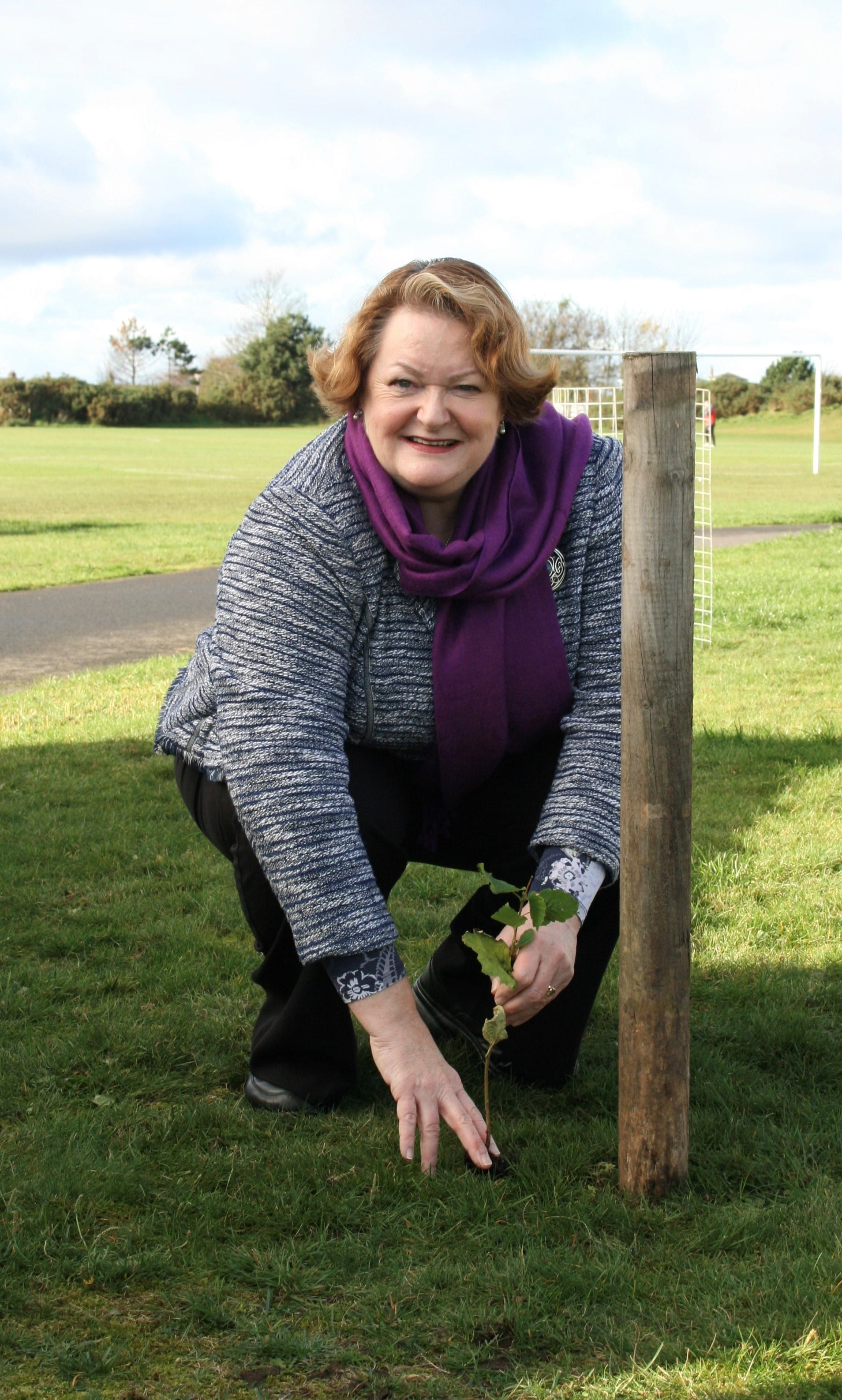 Dr Philippa Whitford MP planting trees at the Prestwick Oval